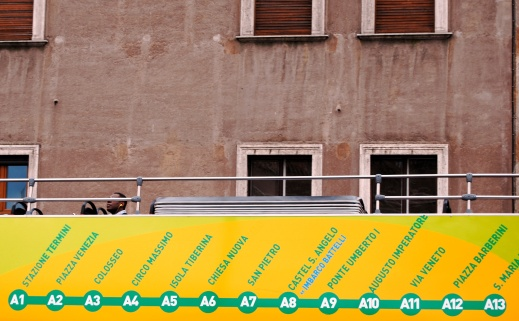 Roma - bus turistico sul Lungotevere (2008)